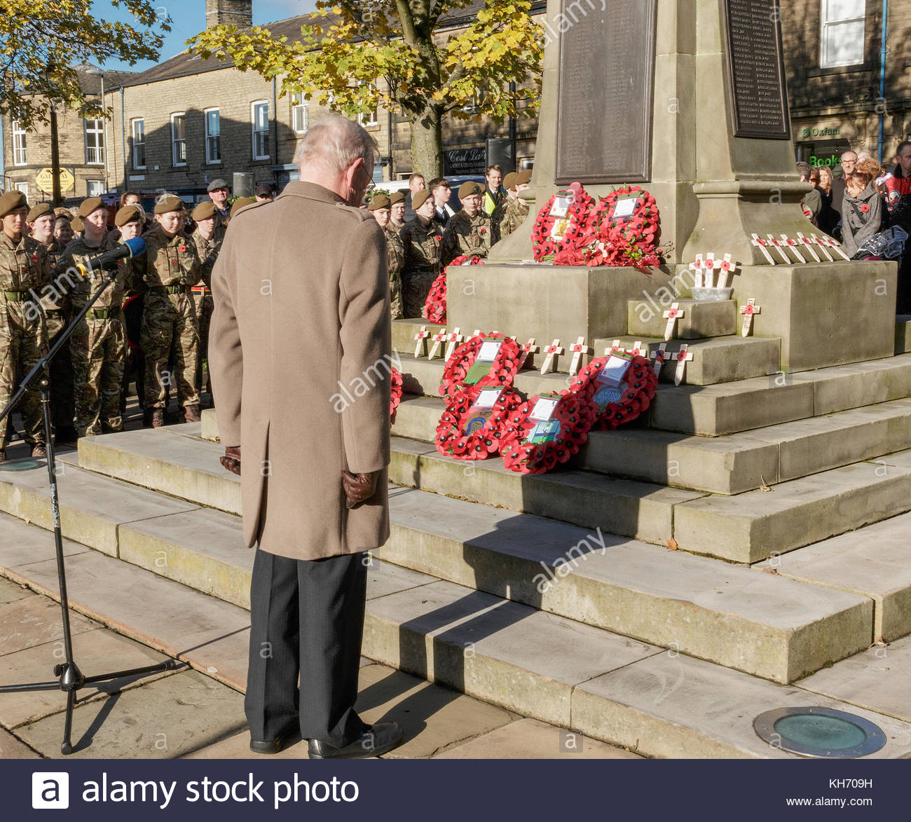 Reportage, archival,Remembrance service 12 November 2017 Glossop England  the Deputy lieutenant, Mr David Holtom, - Stock Image