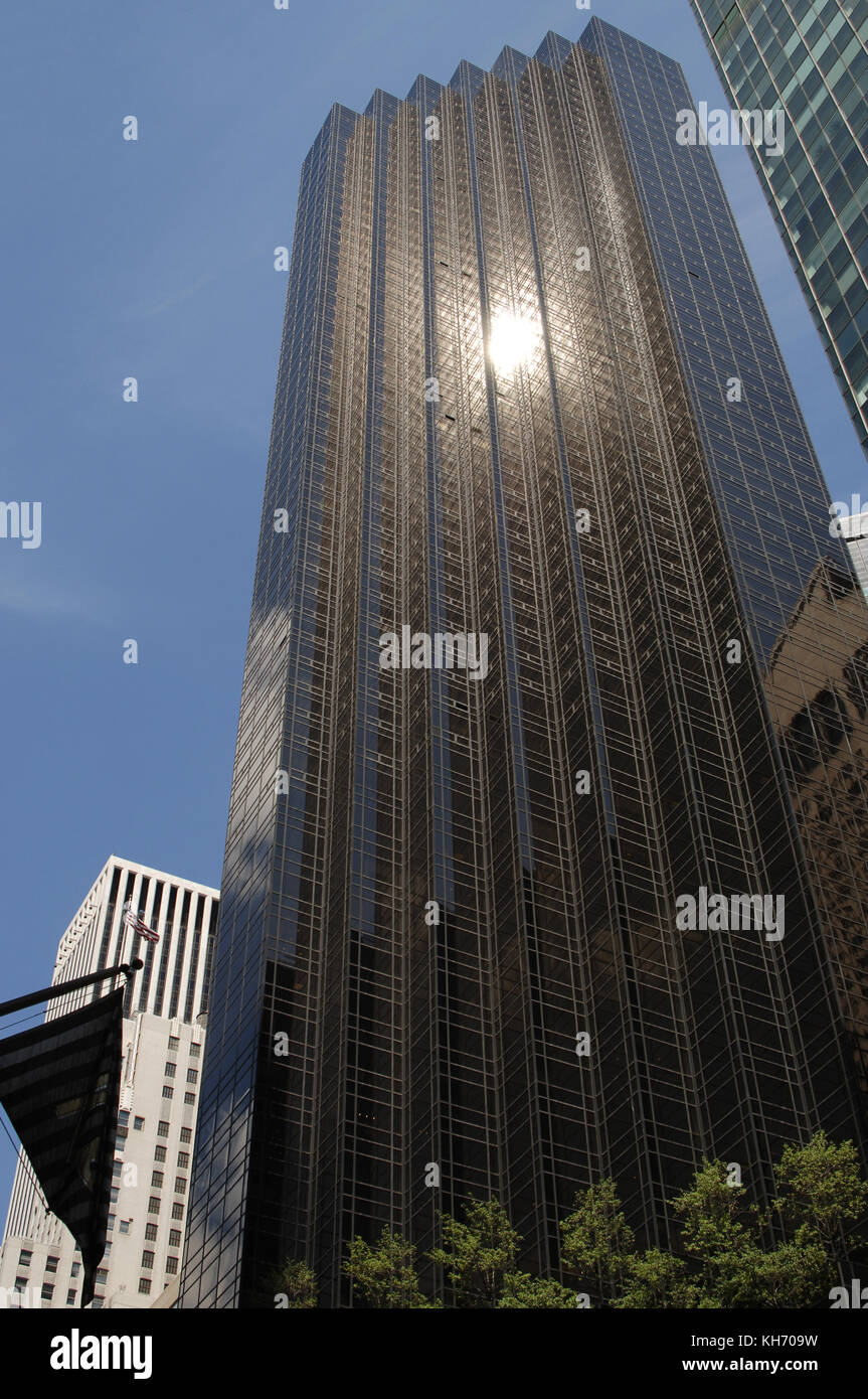 USA. New York. Trump Tower. Looking upward from the Fifth Avenue entrance. Architect: Der Scutt (1934-2010). Manhattan. - Stock Image