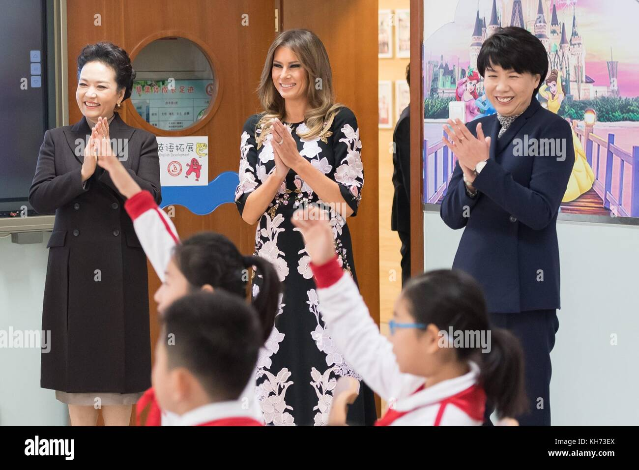 U.S First Lady Melania Trump, center, and Madame Peng Liyuan, left, wife of Chinese President Xi Jinping, during - Stock Image