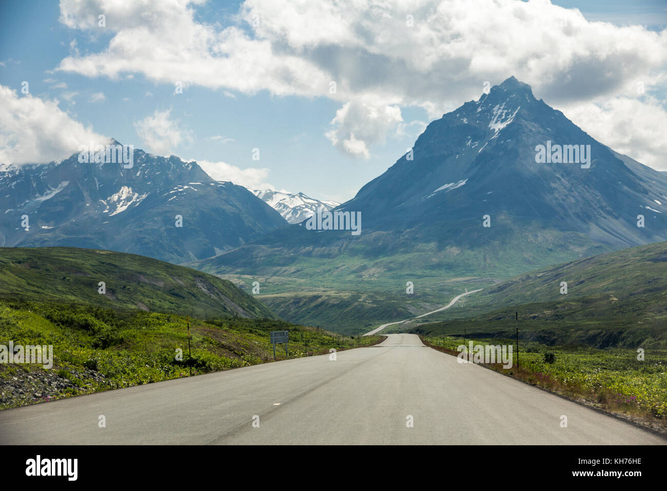 Spectacular Haines Highway takes travelers south from Haines Junction, Yukon Territory in Northern Canada to Haines, - Stock Image