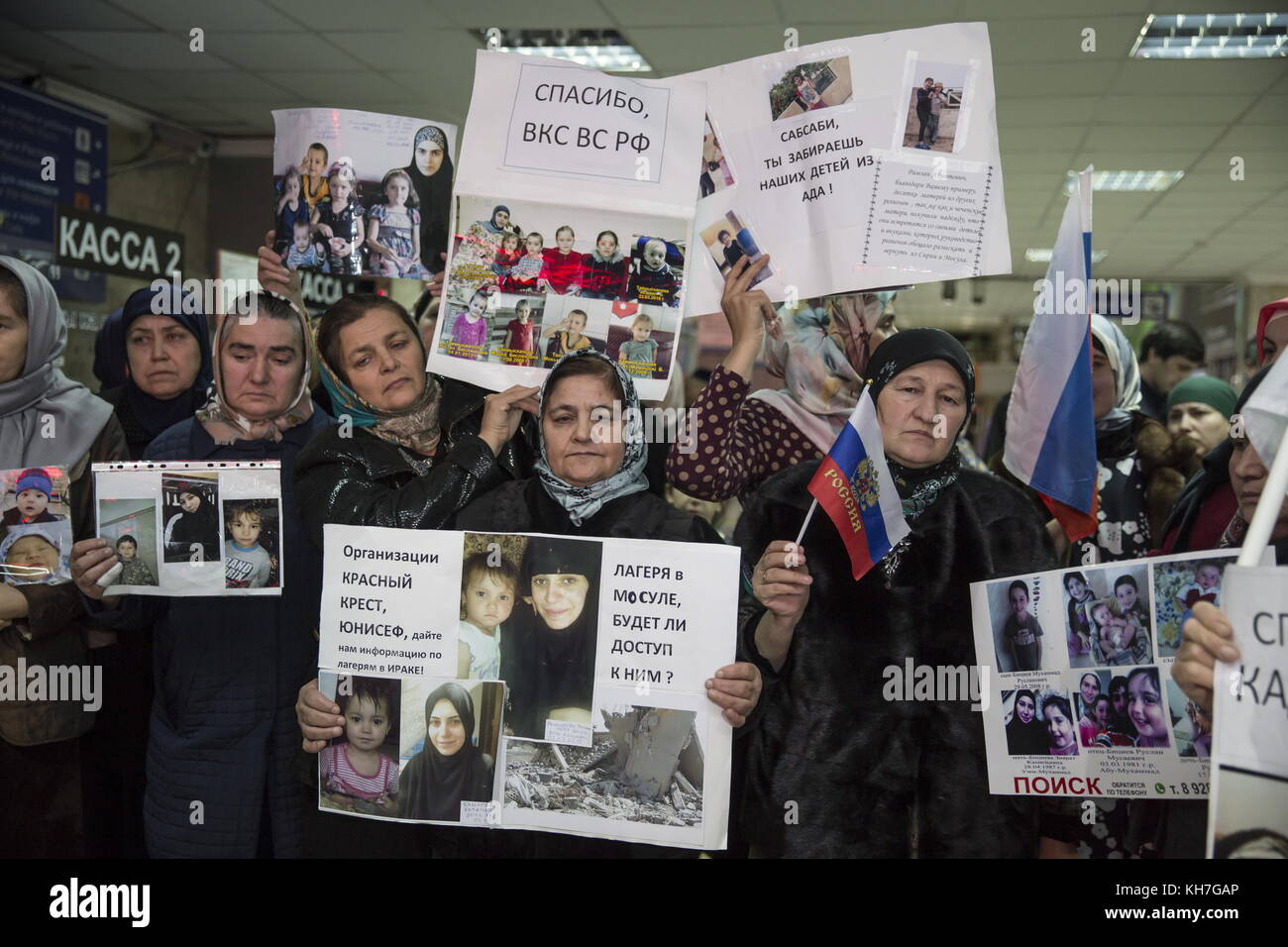 Grozny, Russia. 13th Nov, 2017. People hold photos of their missing relatives and posters thanking the representative - Stock Image