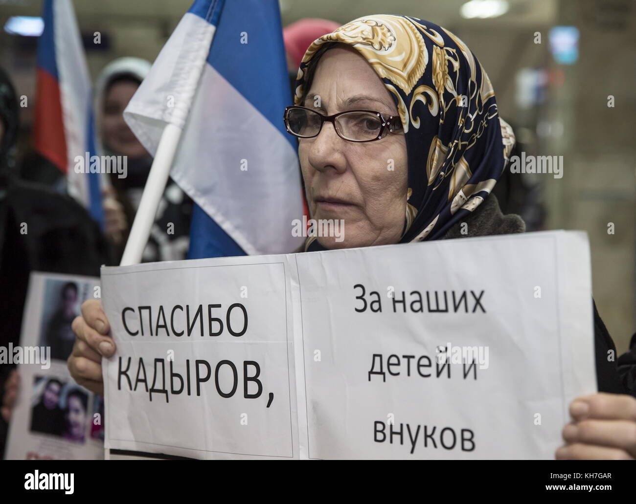 Grozny, Russia. 13th Nov, 2017. A woman holds a poster thanking Chechnya Head Ramzan Kadyrov as she meets women - Stock Image