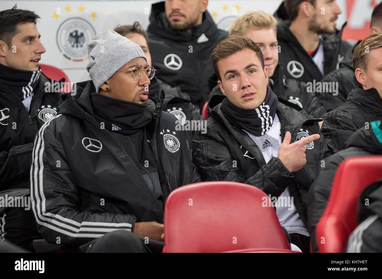 left to right Jerome BOATENG (GER), Mario GOETZE (Gotze, GER) sitzen auf der Ersatzbank Fussball Laenderspiel, Freundschaftsspiel, - Stock Image