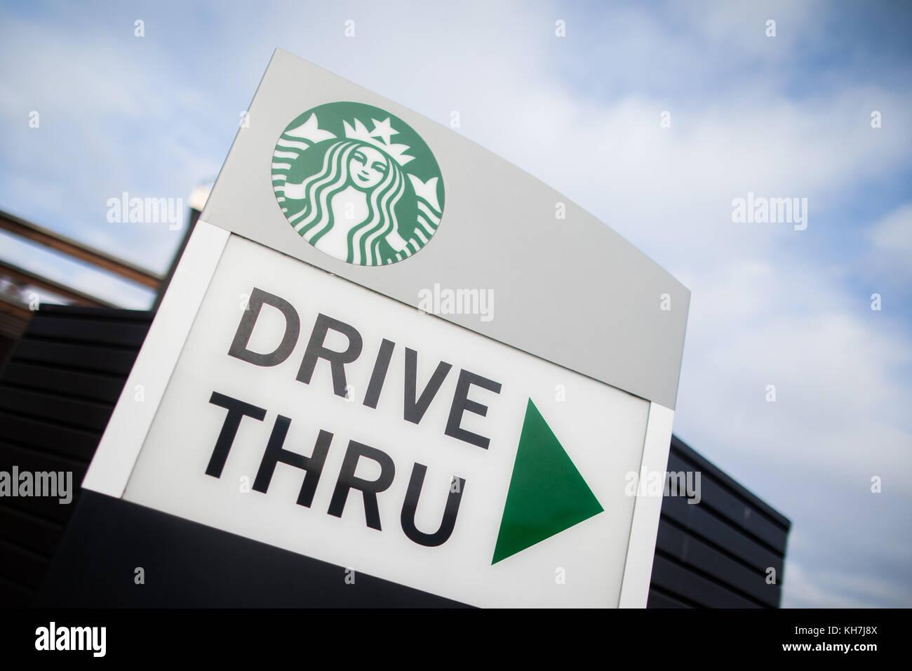 Starbucks Drive Thru Stock Photos & Starbucks Drive Thru Stock ...