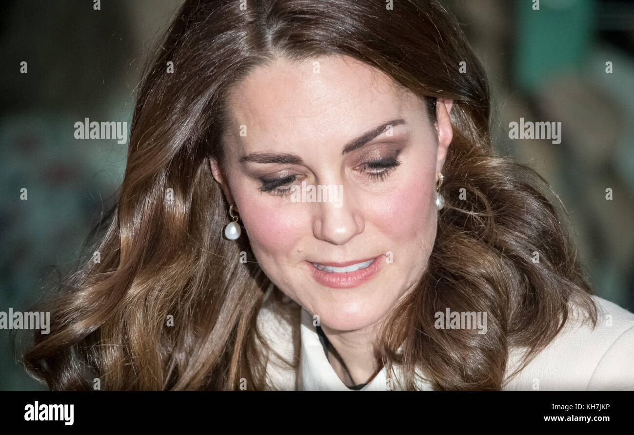 London, UK. 14th Nov, 2017. The Duchess of Cambridge leaves Hornsey Road Children's Centre in north London after - Stock Image