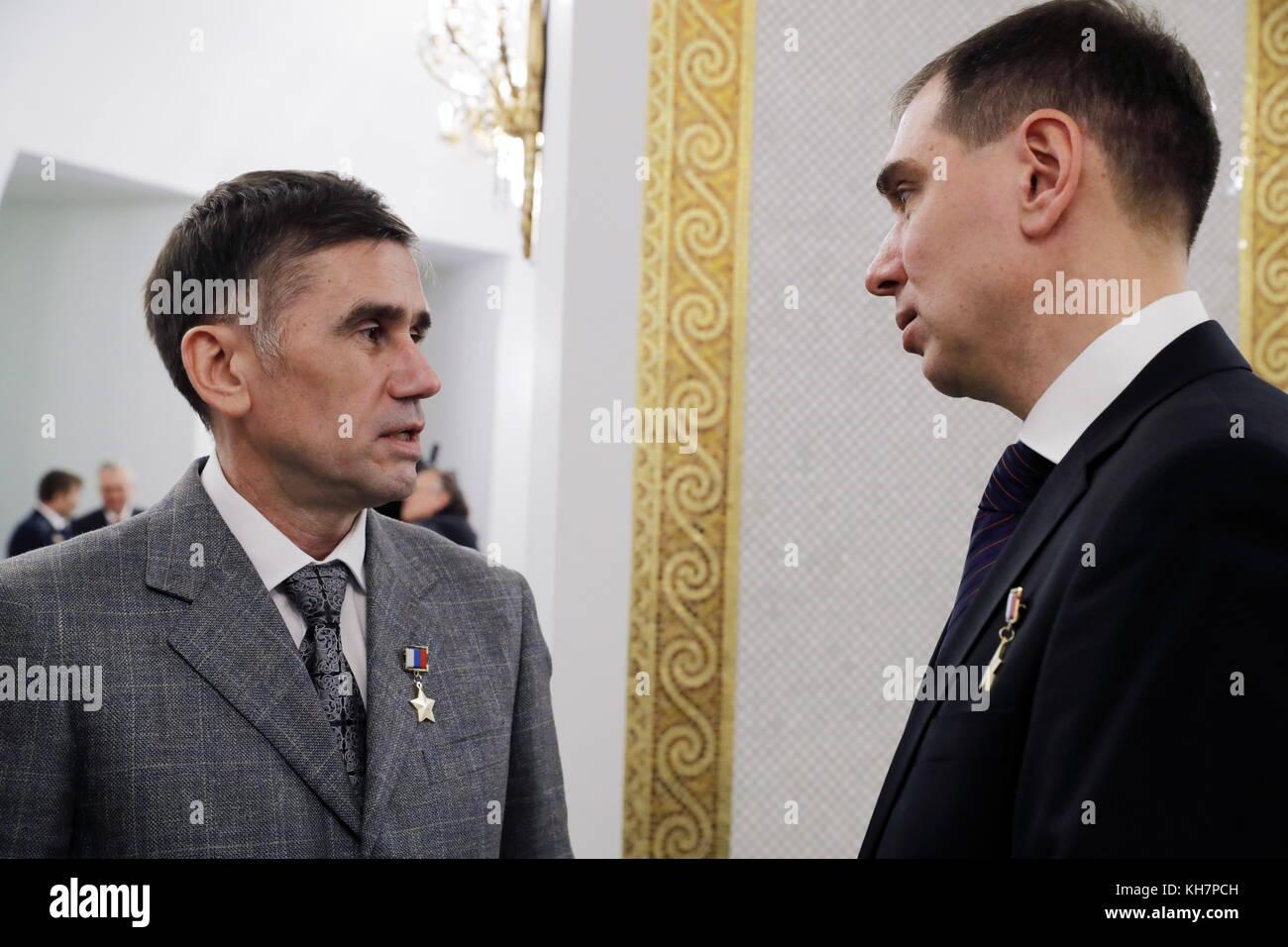 Moscow, Russia. 15th Nov, 2017. Yuri Gagarin Cosmonaut Training Centre First Deputy Head Yuri Malenchenko (L) and - Stock Image