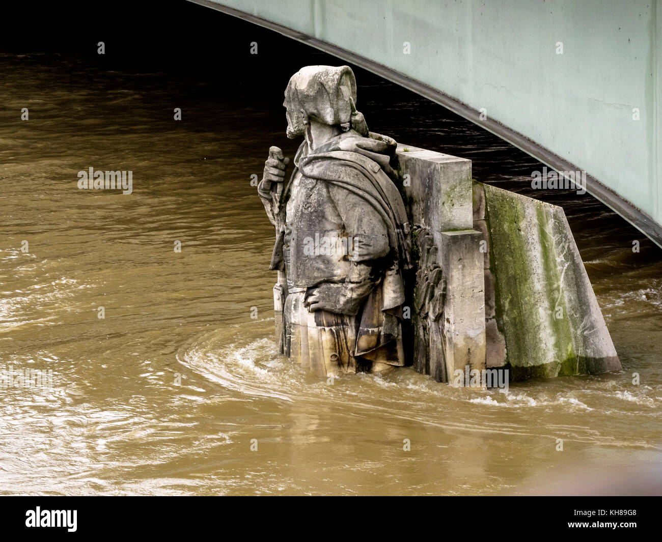 France, Ile de France, Paris, the Seine overflowing and flooding, June 2016, the 'Zouave' at the pont de - Stock Image