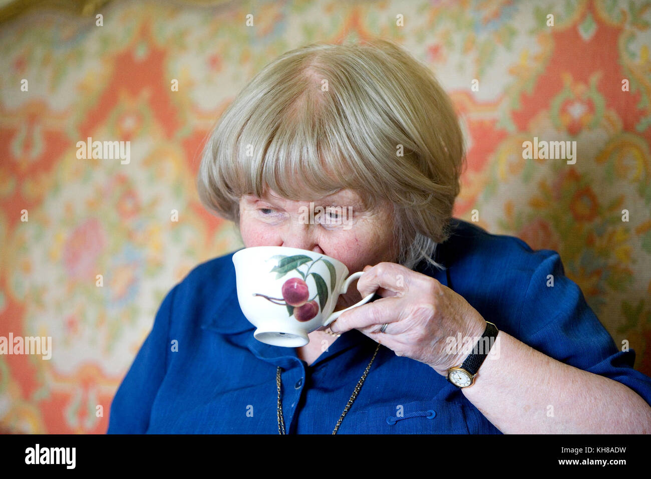 Photographer Jane Bown (13 March 1925 – 21 December 2014), drinking tea - Stock Image