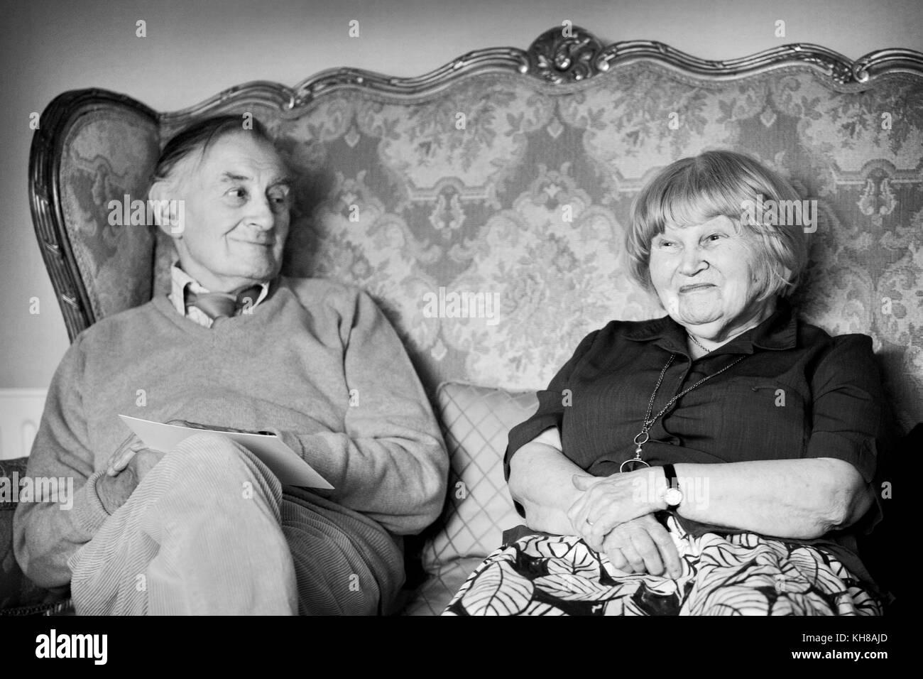 Photographer Jane Bown (13 March 1925 – 21 December 2014) and cartoonist/ illustrator Haro Hodson, B&W portrait - Stock Image
