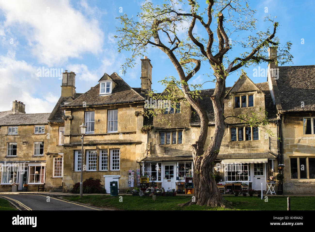 Cotswold stone buildings and shops in historic Cotswolds AONB village. High Street, Chipping Campden, Gloucestershire, - Stock Image