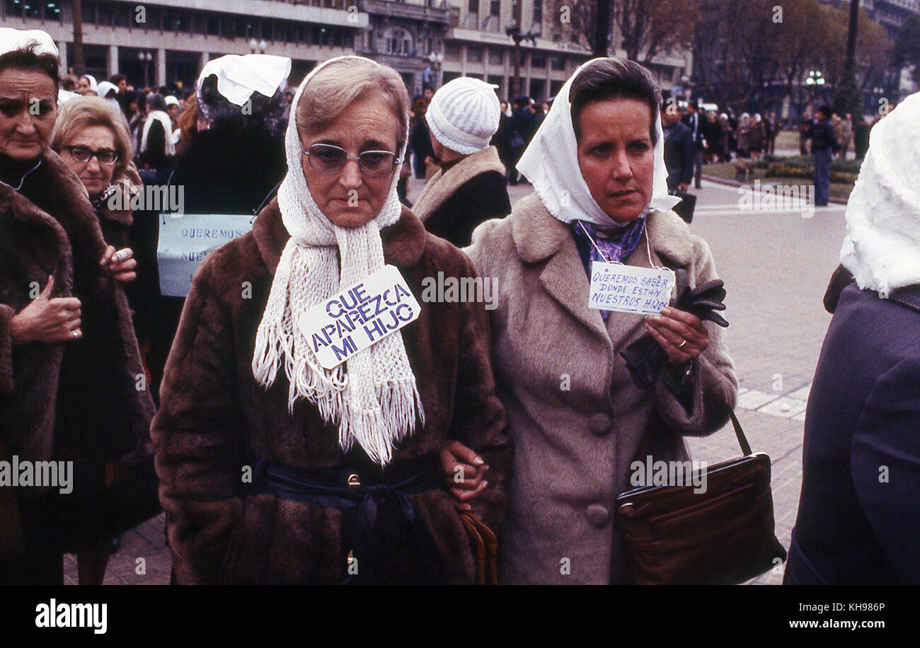 Mothers of children who have disappeared during the regime of Argentinian military  parade in square in Buenos Aires - Stock Image