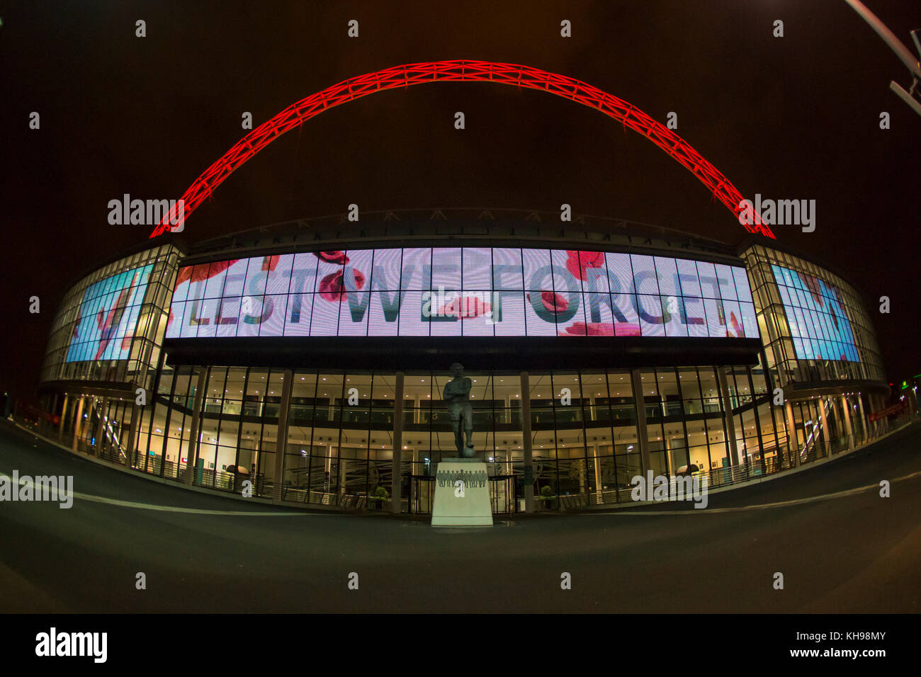 Wembley Stadium's arch lit red on Armistice Day to mark the fallen of WW1 - Stock Image