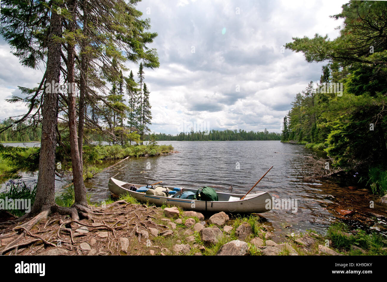 Canoe ready to set off on Sitka Lake in the Boundary Waters - Stock Image