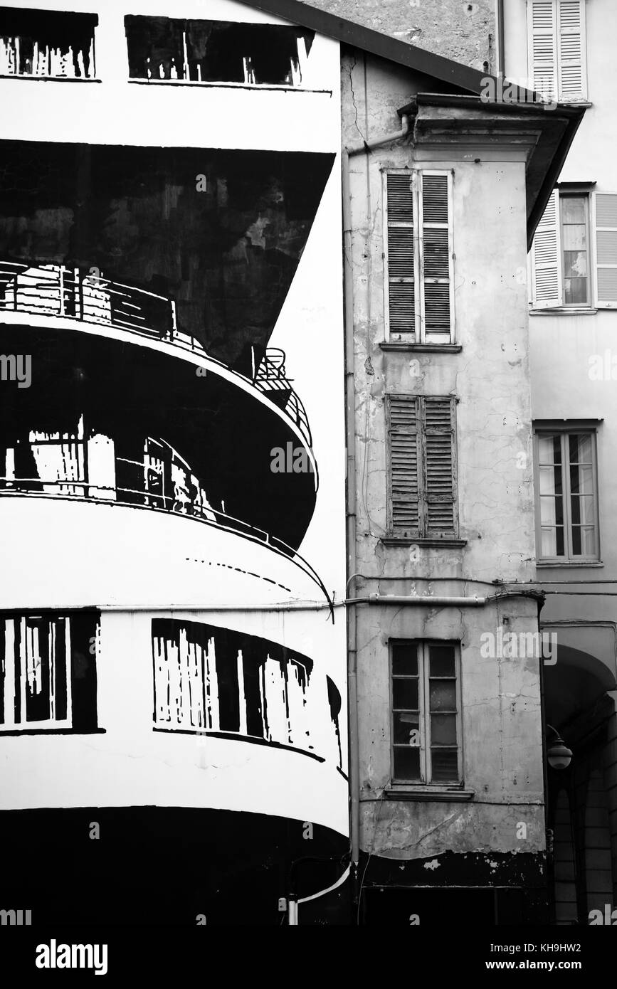 Ancient vs modern building facade - Stock Image
