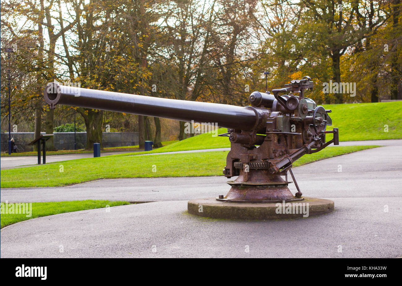 The large bore deck gun taken from the German Submarine U19 used in the battle of Jutland and now mounted in Ward - Stock Image