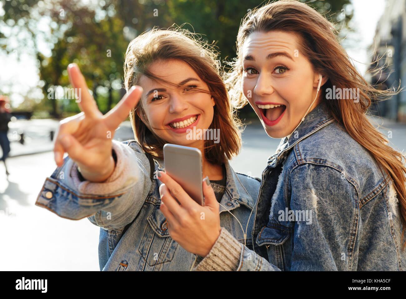 Outdoor teen thumbs