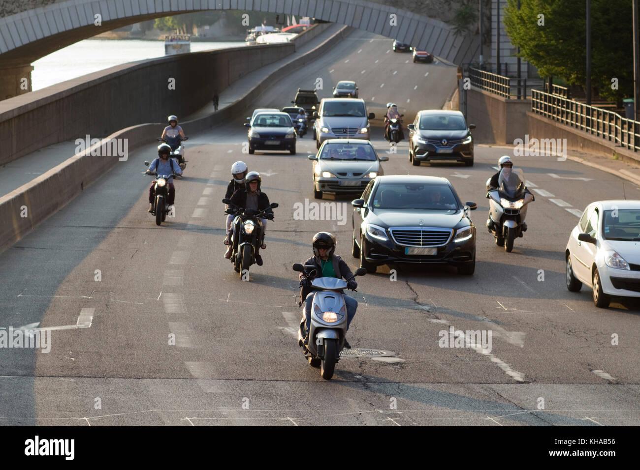 France, Paris, Quai de la Rapee, traffic on the highway. - Stock Image