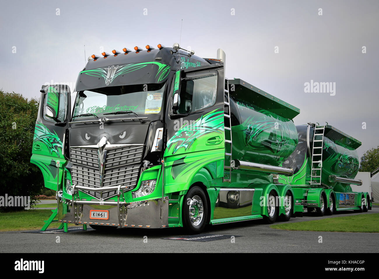 ALAHARMA, FINLAND - AUGUST 8, 2015: Mercedes-Benz Actros 2551 Highway Hero owned by Kuljetus Auvinen Oy in Power - Stock Image