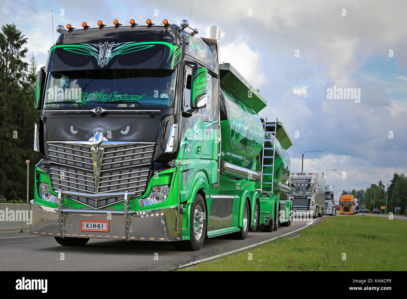 JALASJARVI, FINLAND - AUGUST 6, 2015: Mercedes-Benz Actros 2551 Highway Hero owned by Kuljetus Auvinen Oy takes - Stock Image