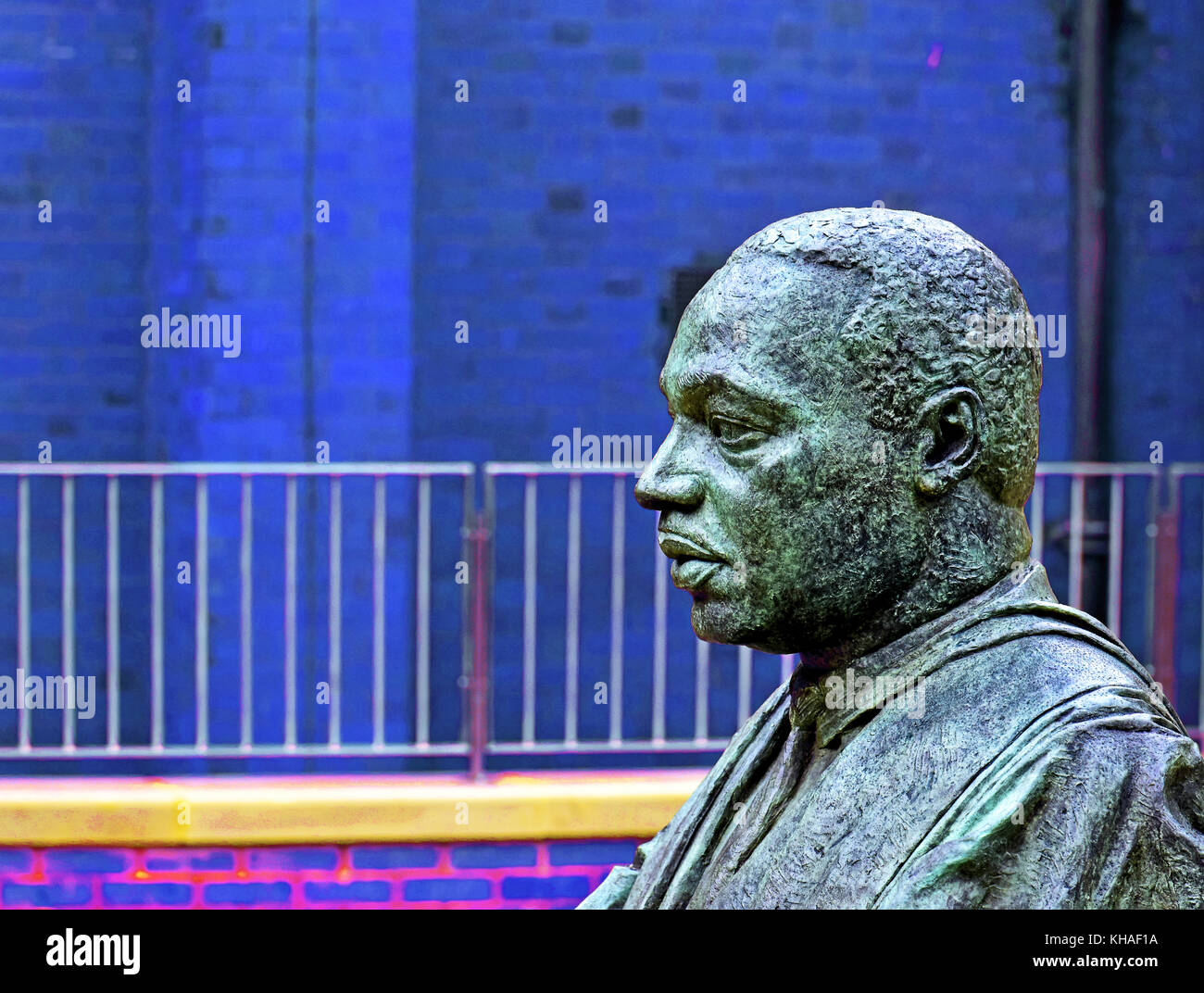 Martin Luther King bronze statue by Nigel Boonham at Kings Chapel Newcastle - Stock Image