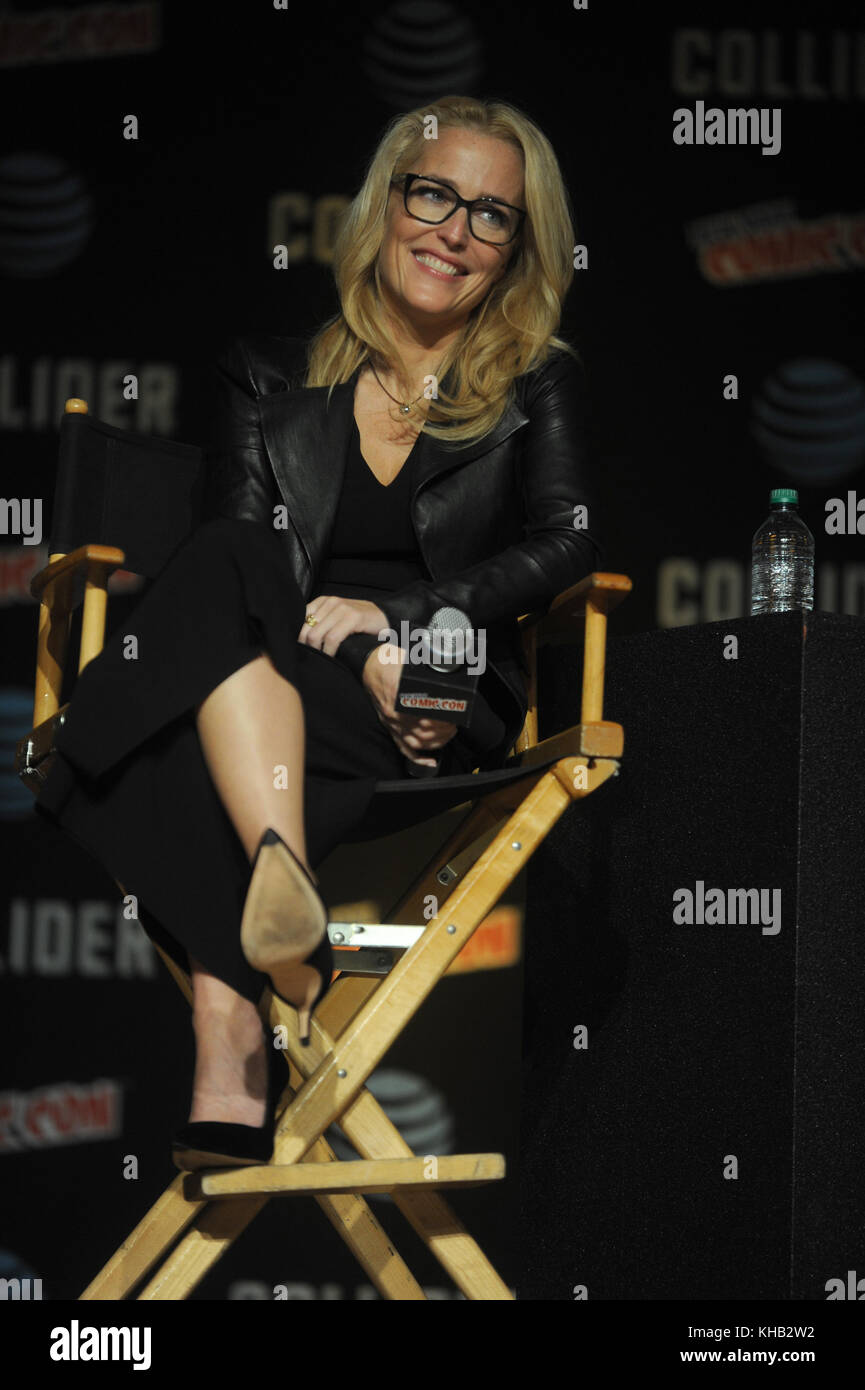 NEW YORK, NY - OCTOBER 08: Gillian Anderson  speaks onstage at The X-Files panel during 2017 New York Comic Con - Stock Image