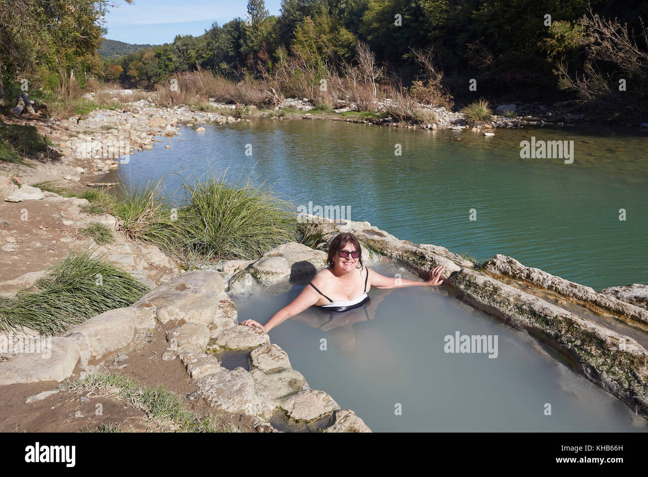 https://c8.alamy.com/comp/KHB66H/bagni-di-petriolo-the-hot-springs-on-the-river-farma-district-of-monticiano-KHB66H.jpg