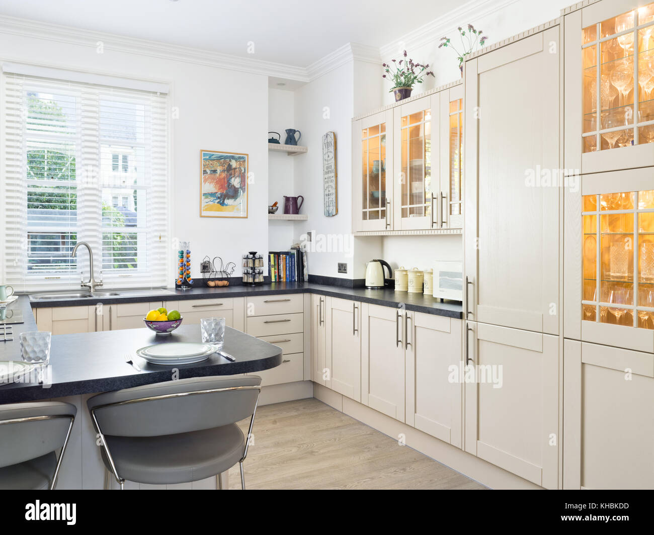 A Fresh Light Traditional Yet Contemporary Kitchen