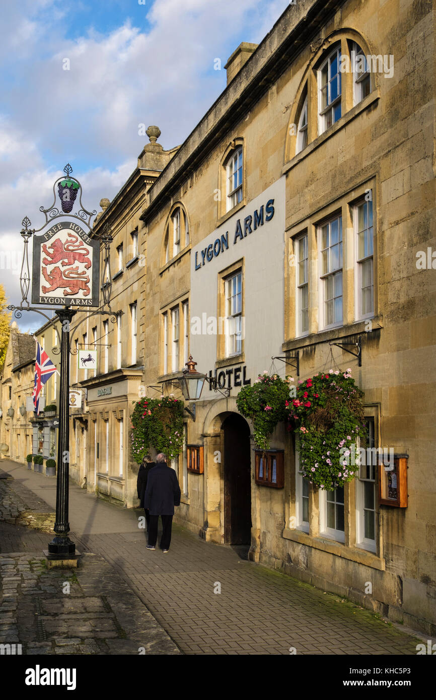 Lygon Arms Hotel in historic Cotswolds village. High Street, Chipping Campden, Gloucestershire, England, UK, Britain - Stock Image