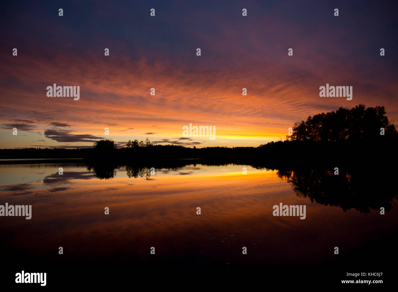 water-mirror at sunset *** Local Caption *** sweden, skane, örkeljunga, lake, store sjö, sunset, clouds, - Stock Image