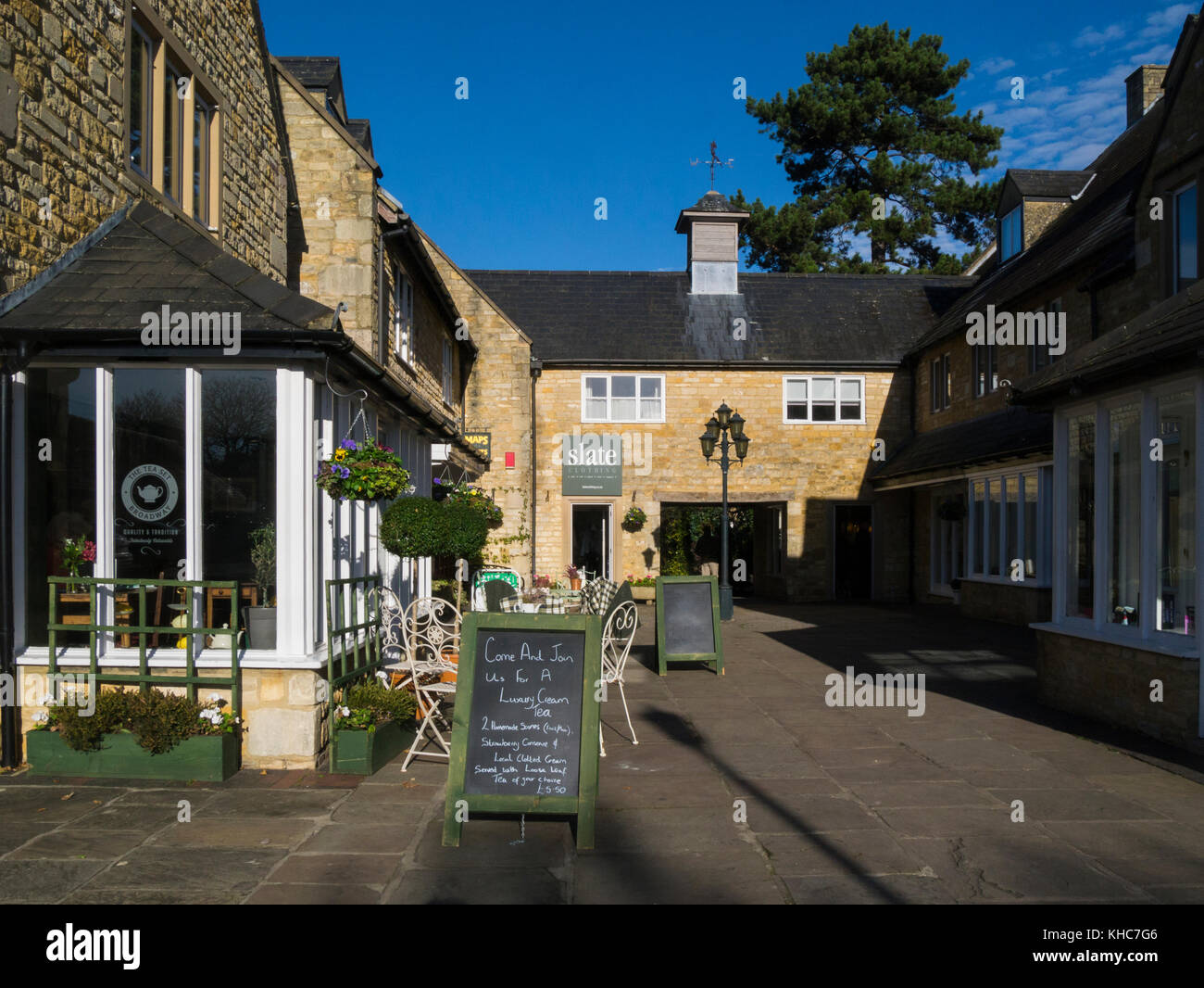 The Huntings Church Close Broadway Worcestershire England UK in this lovely historic Cotswold village - Stock Image