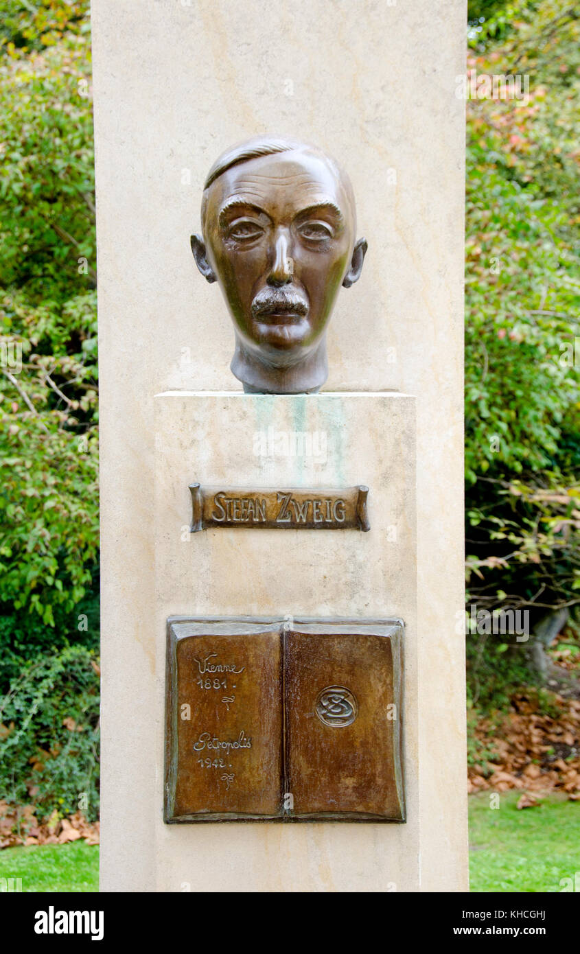 Paris, France. Jardin de Luxembourg (6th Arr) bronze bust of Stefan Zweig (1881-1942) Austrian author and playwright - Stock Image