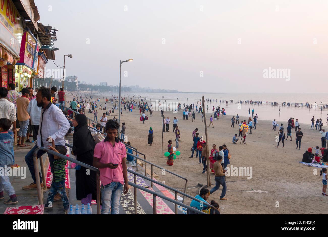 Crowds enjoy afternoon on Juhu Beach, Mumbai - Stock Image