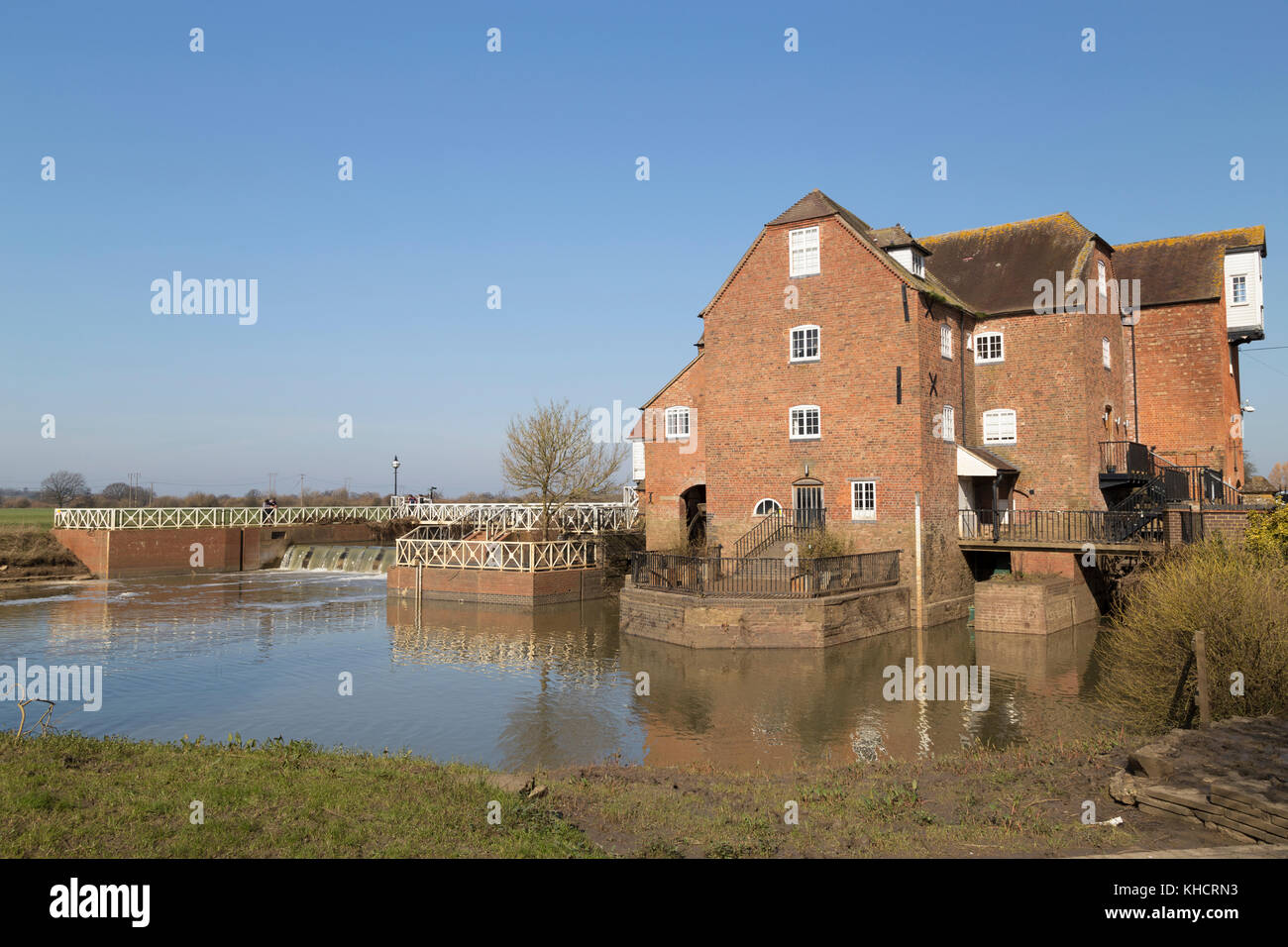 UK, Tewkesbury, weir and Abbey Mill. - Stock Image