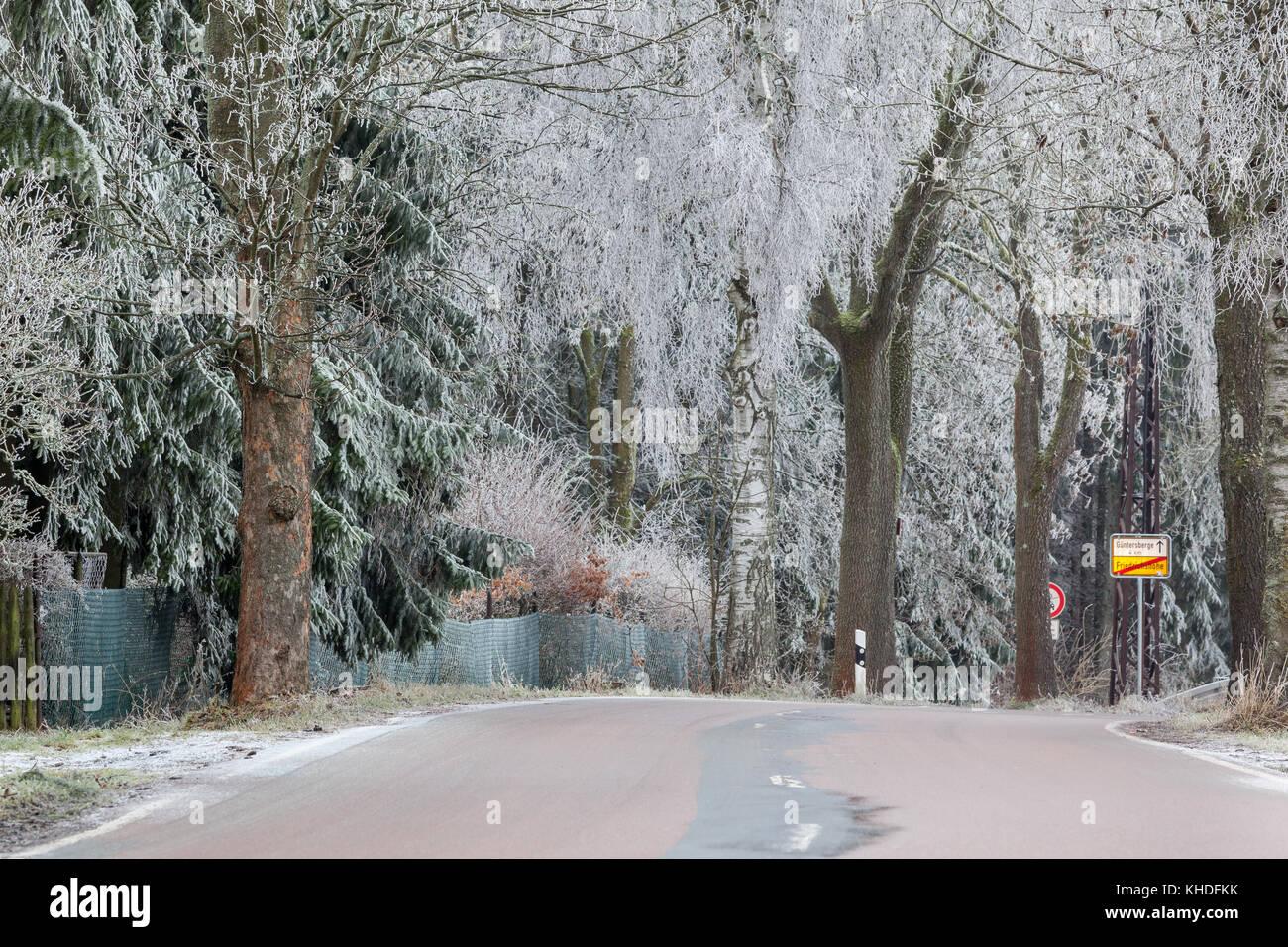 winterliche Straße - Stock Image