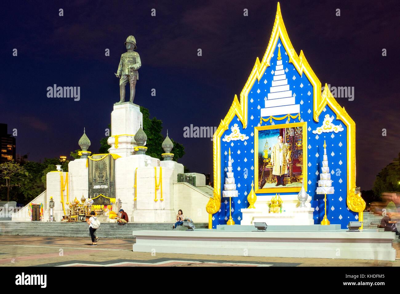 King Rama V statue and tribute to King Bhumibol Adulyadej, Bangkok, Thailand - Stock Image