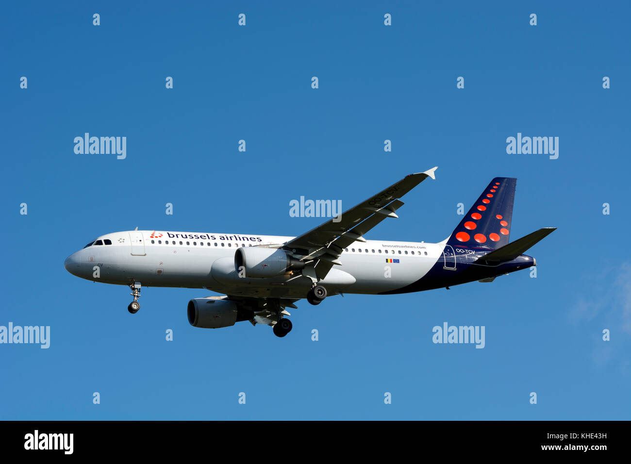 Brussels Airlines Airbus A320 landing at Birmingham Airport, UK (OO-TCV) - Stock Image