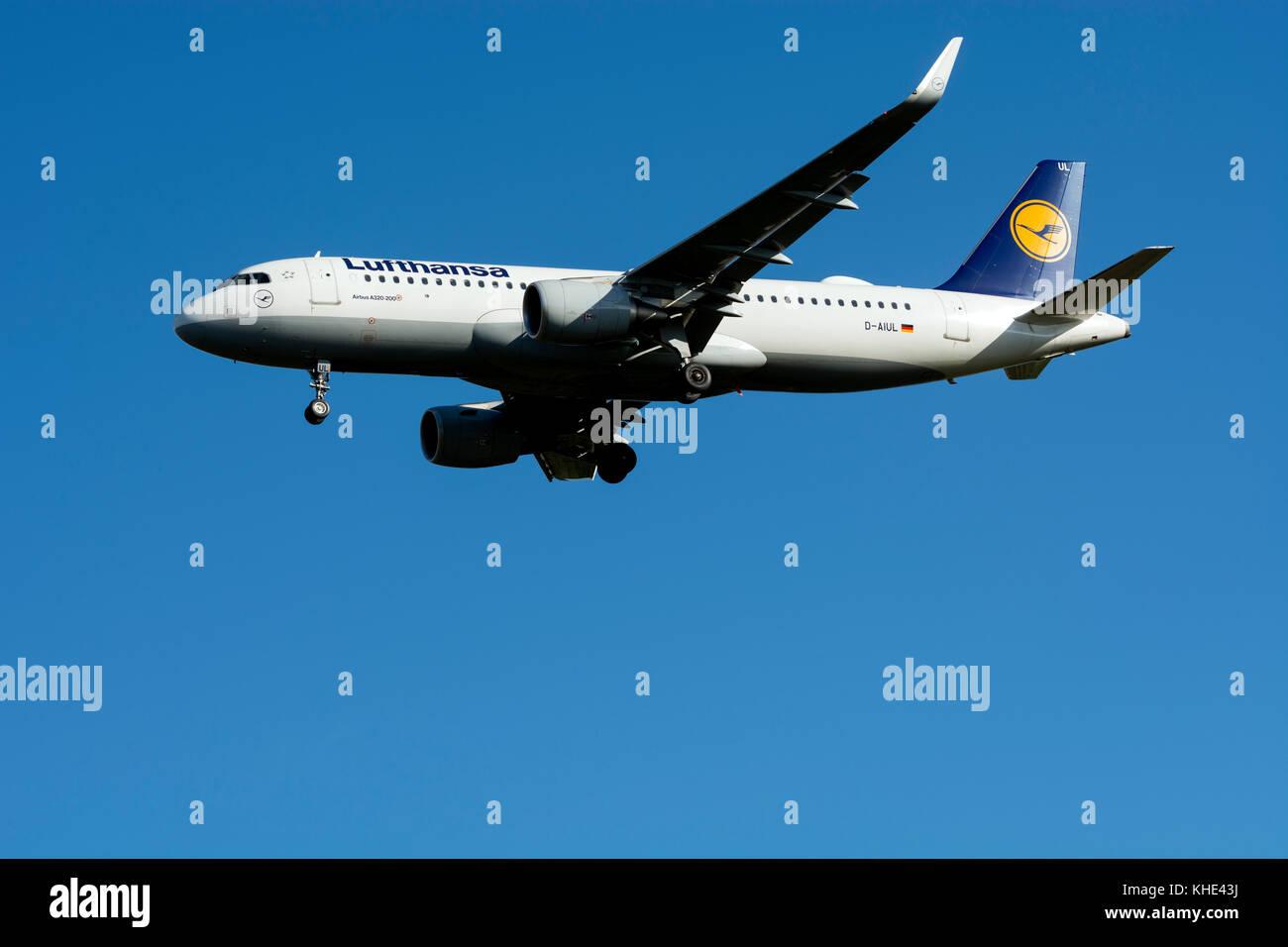 Lufthansa Airbus A320-200 landing at Birmingham Airport, UK (D-AIUL) - Stock Image