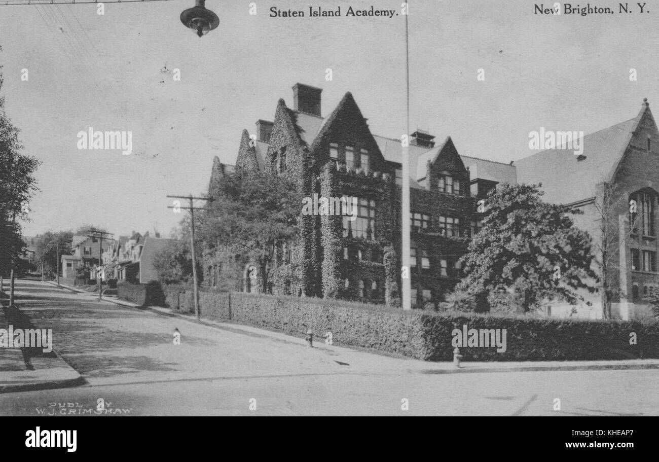 Postcard marked Staten Island Academy, New Brighton, New York, showing a road and a building with ivy covered walls, - Stock Image
