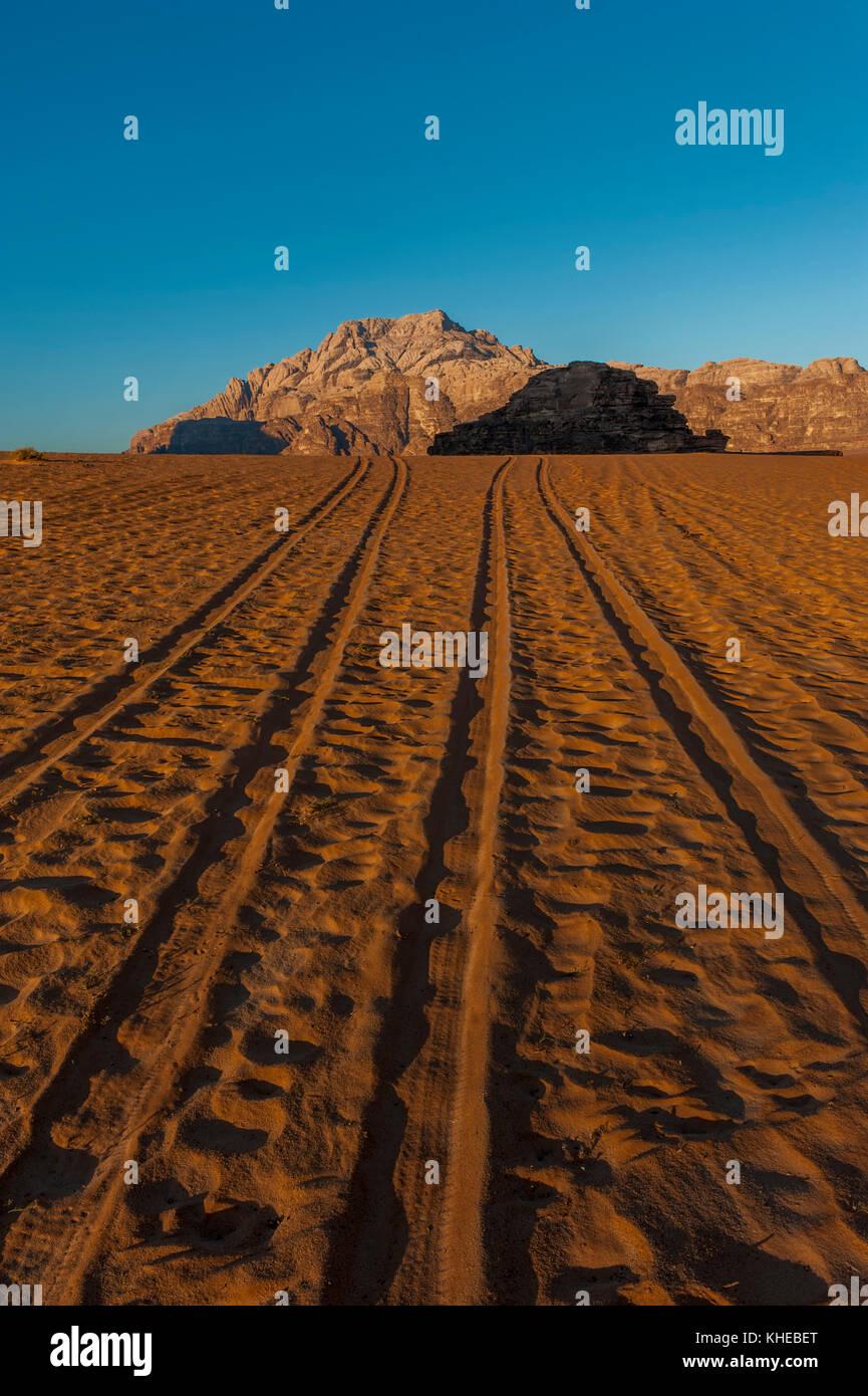 Tyre tracks in the Wadi Rum desert, Jordan, Middle East - Stock Image