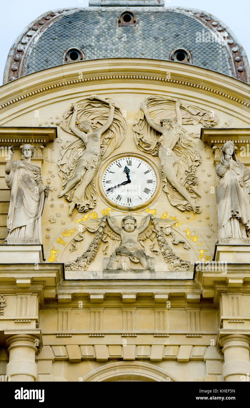 Paris, France. Jardin du Luxembourg (6th Arr) Clock on the facade of the Palais du Luxembourg (c1750: Jean-Andre - Stock Image