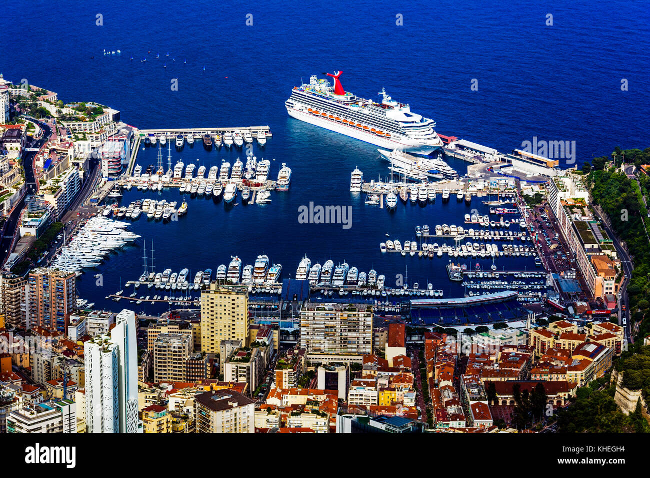Principauté de Monaco (98). Monte-Carlo. Le port Hercule. Vue aérienne // France. Principality of Monaco - Stock Image