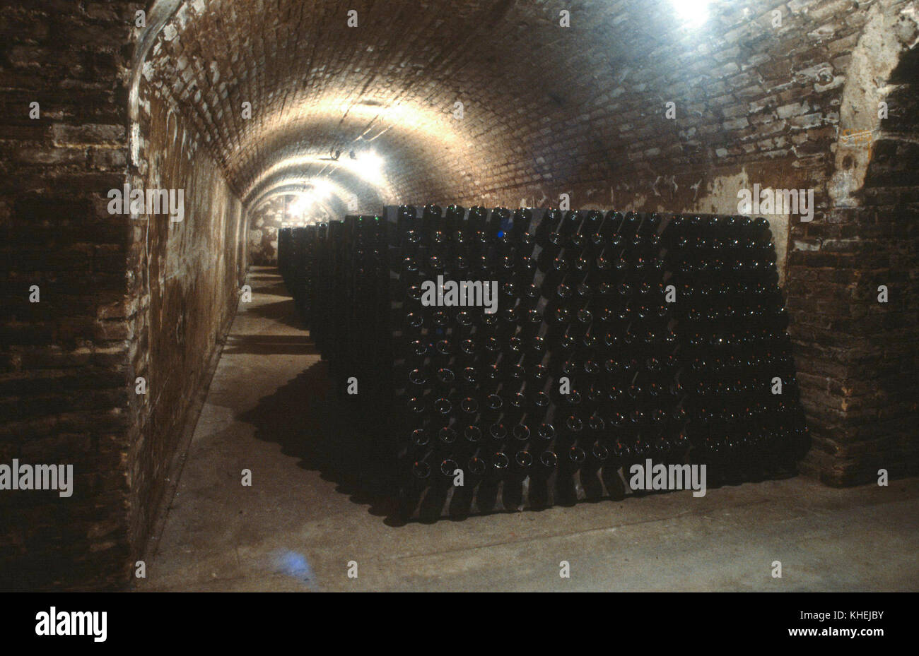 Reims Frankrike Champagne Bottles In Cellar For The Second Stock Photo Alamy