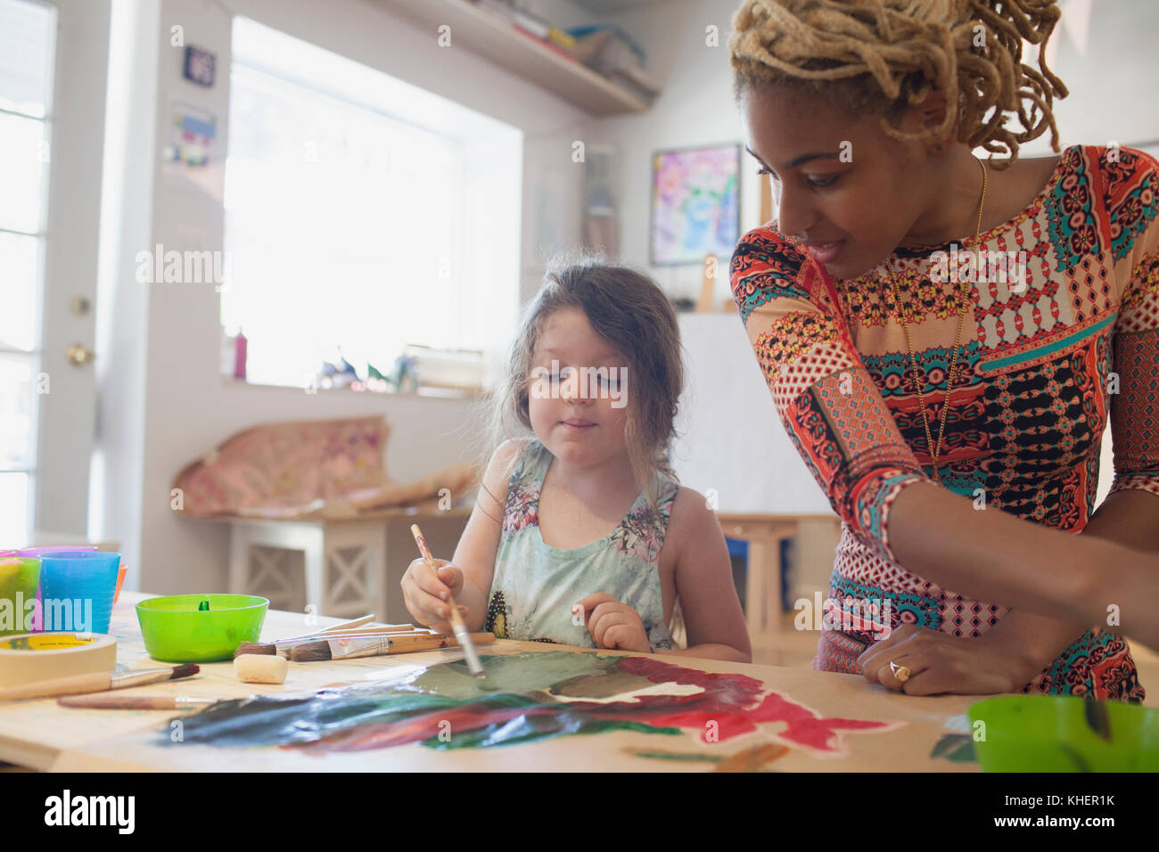 A young woman and girl painting - Stock Image