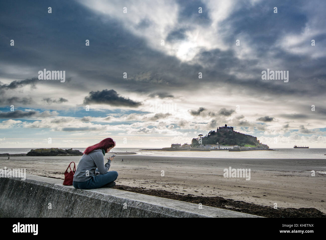 Marazion, Cornwall, UK. 16th November 2017. UK Weather. It was a mild 16 degrees at Marazion this afternoon. Credit: - Stock Image