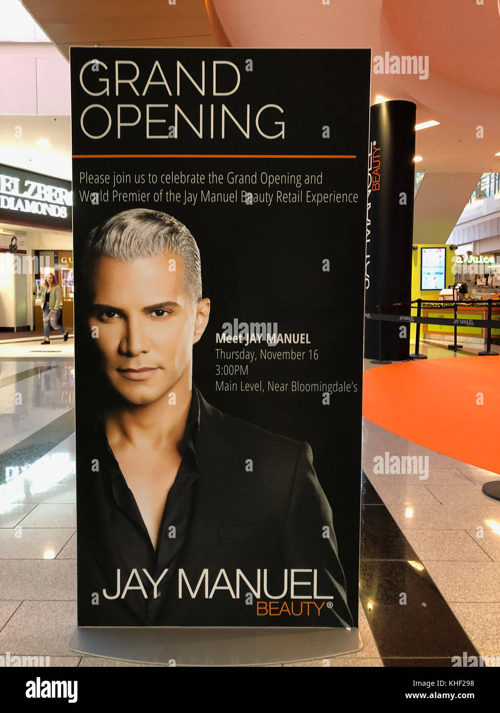 Garden City, New York, USA. 16th Nov, 2017. A large sign announces that Jay Manuel, makeup artist and stylist, is - Stock Image