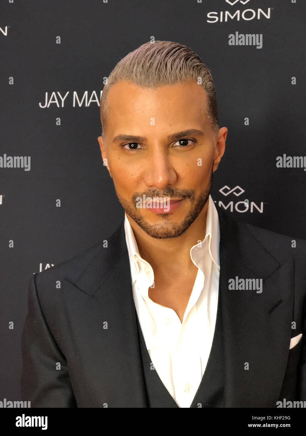 Garden City, New York, USA. 16th Nov, 2017. JAY MANUEL, 45, makeup artist and stylist, appears at Roosevelt Field - Stock Image