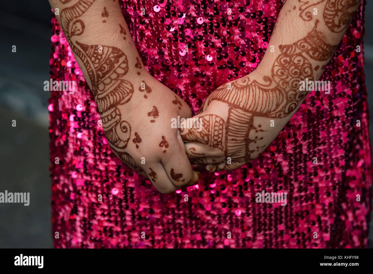 Mehndi Hands With Mobile : Mehendi stock photos & images alamy