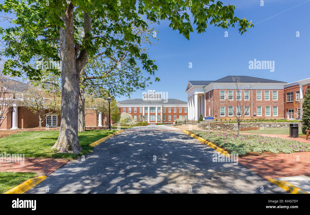 duPont Hall and Gilliam Admissions House at Washington and Lee University in Lexington, Virginia. - Stock Image