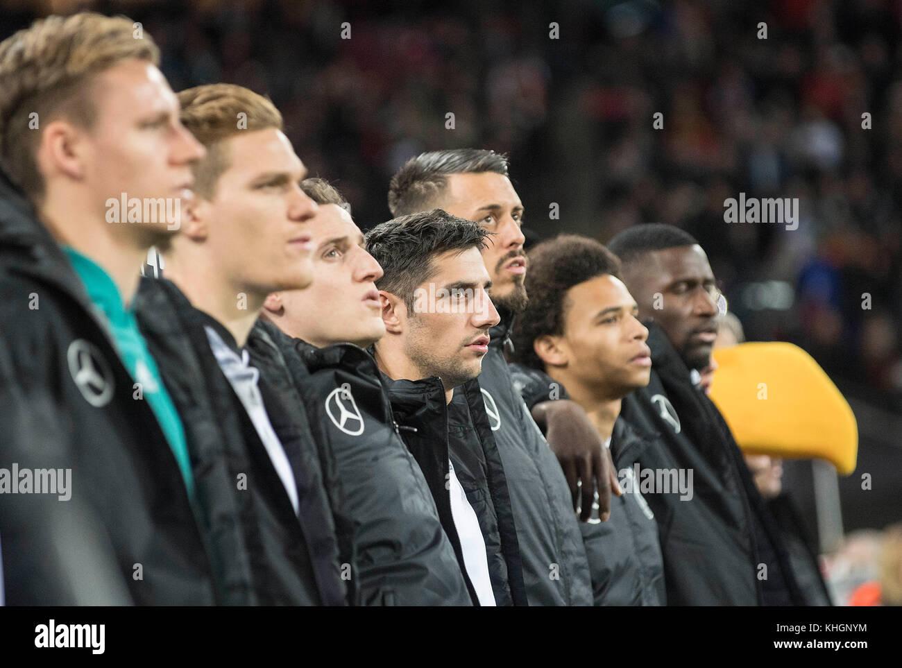 die Ersatzspieler Arm in Arm waerend der Nationalhymne, left to right goalwart Bernd LENO (GER), Marcel HALSTENBERG - Stock Image