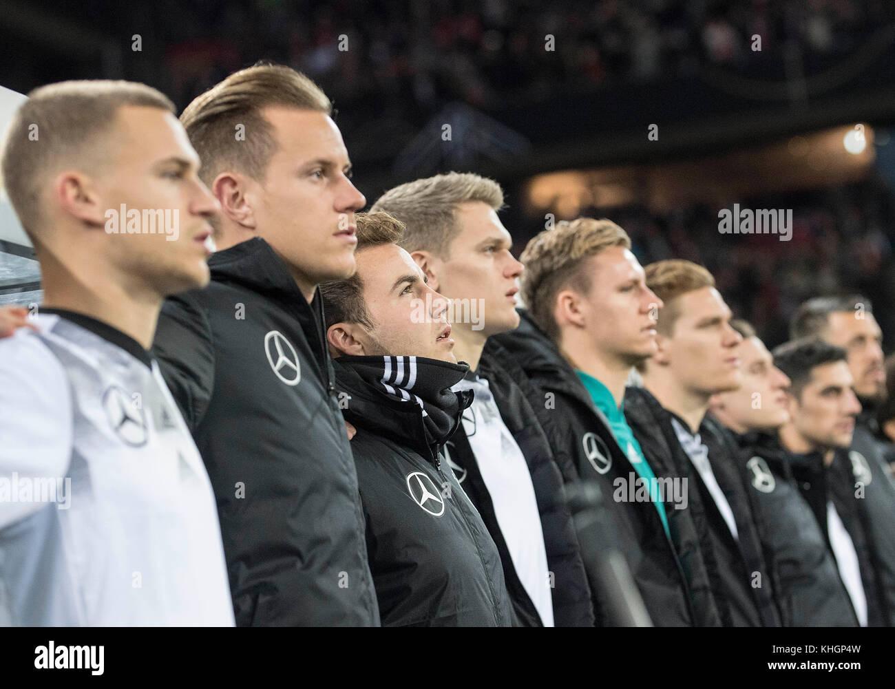 die Ersatzspieler Arm in Arm waerend der Nationalhymne, left to right Joshua KIMMICH (GER), goalwart Marc-Andre - Stock Image